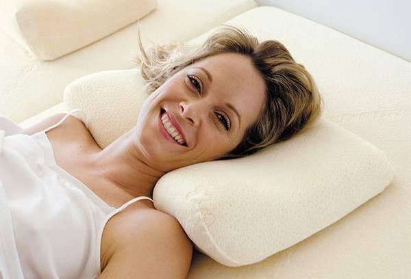 Как правильно спать на ортопедической подушке: инструкция по применению