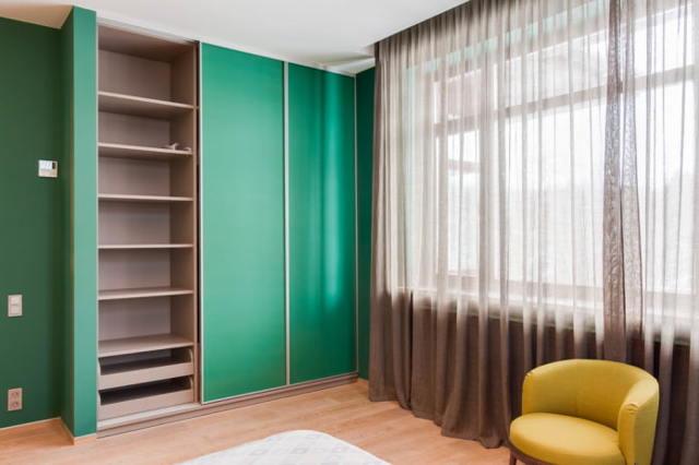 Встроенные шкафы-купе в спальне. Идеи дизайна и размещения