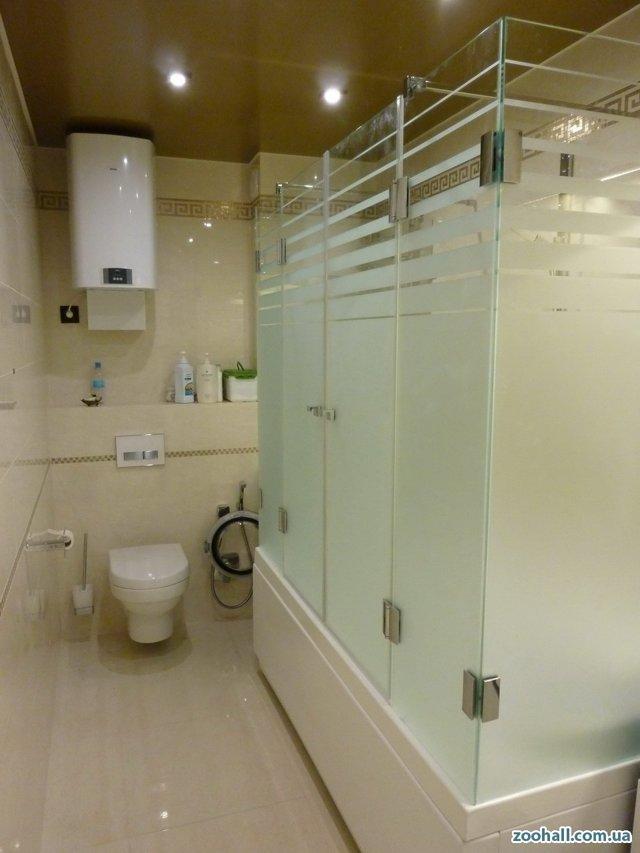 Шторка для ванной угловая: разновидности занавесок, стеклянные, фото