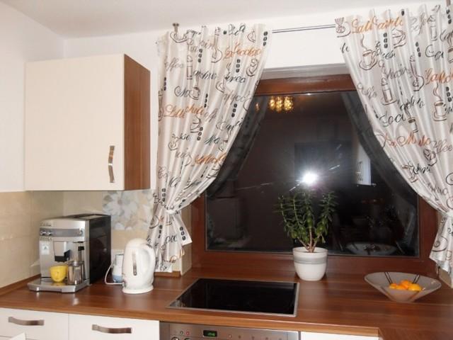 Ламбрекены на кухню: как сшить своими руками, дизайн, выкройки, фото