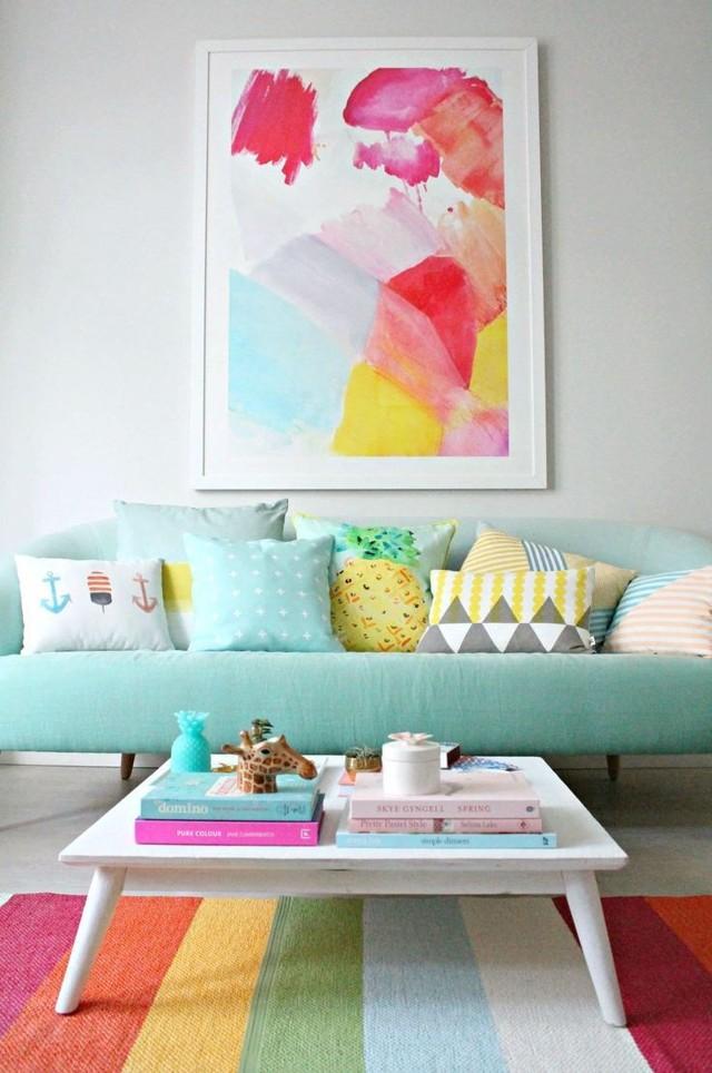 Бирюзовый диван как яркий элемент современного интерьера