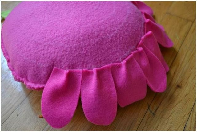Подушка-цветок: формы, выкройки, материалы и наполнители