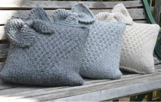 Декоративные вязаные подушки спицами: как связать чехол на подушку своими руками