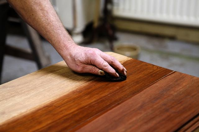 Убираем царапины с мебели: основные способы ремонта
