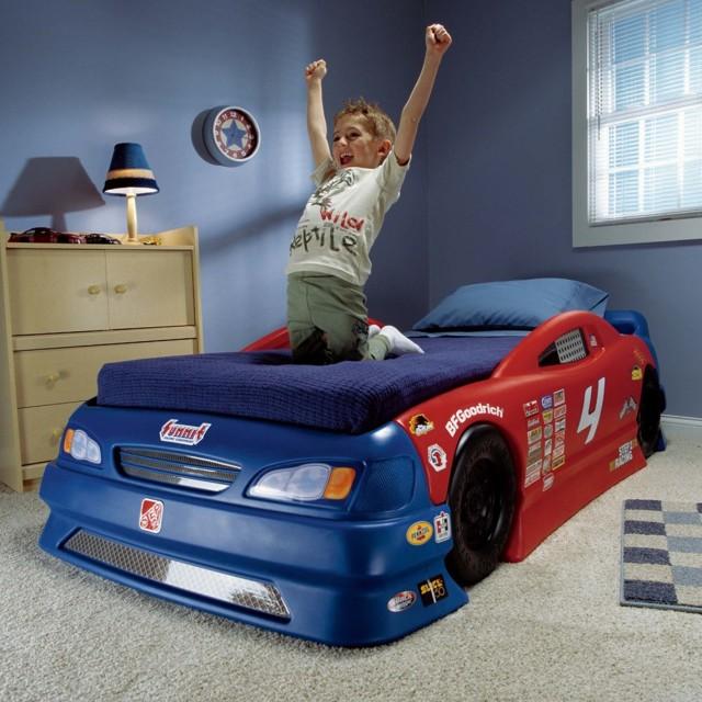 Кровать-машина - лучшее место для игр и сна вашего сына