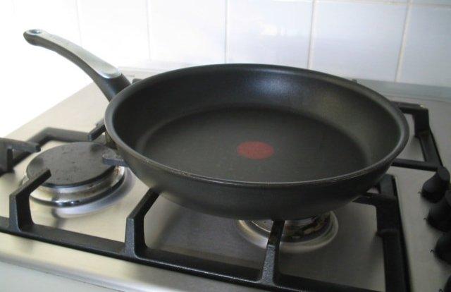 Как очистить старую чугунную сковороду от нагара после жарки: как мыть и чистить, чем почистить, как обновить и восстановить