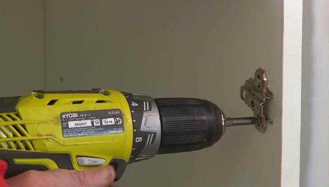 Как установить петли на дверцы шкафа. Инструкции и рекомендации