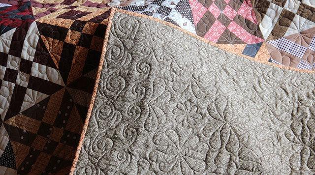 Как простегать лоскутное одеяло вручную и на машинке?